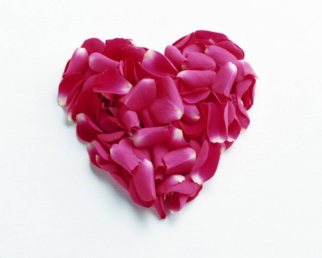 Download Wallpaper Heart made of red rose petals