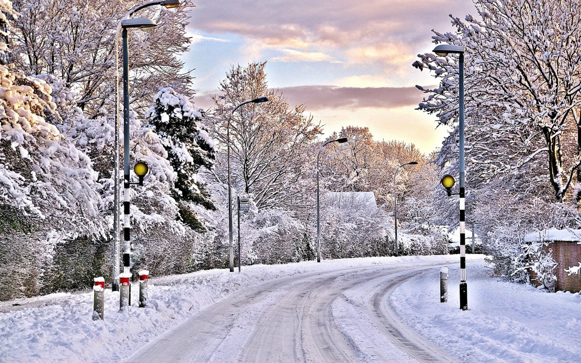 Download Wallpaper Snow on the road - winter in the village