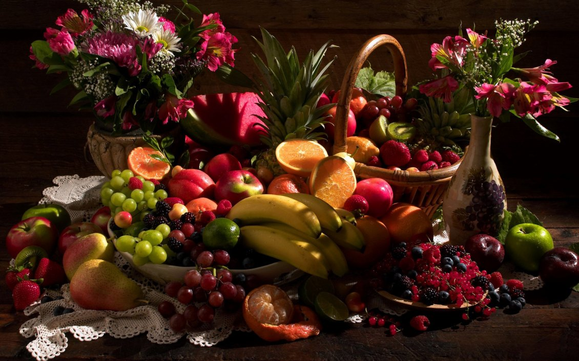 Download Wallpaper Table with many fruits and flowers
