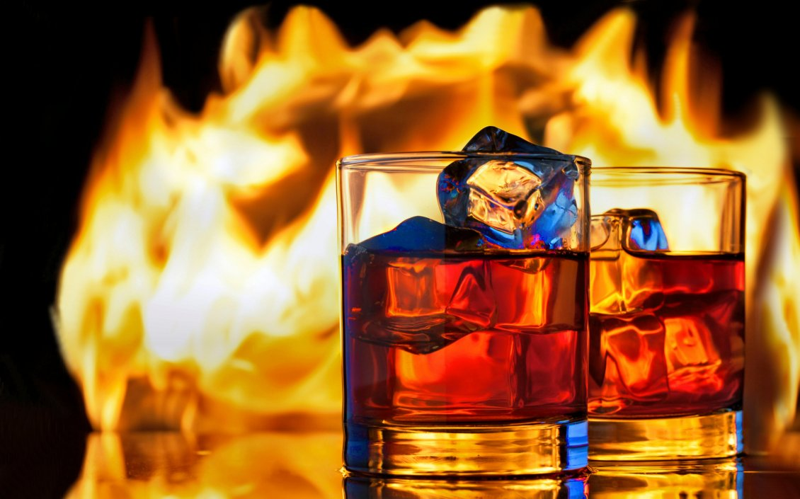 Download Wallpaper Two glasses of whisky with ice