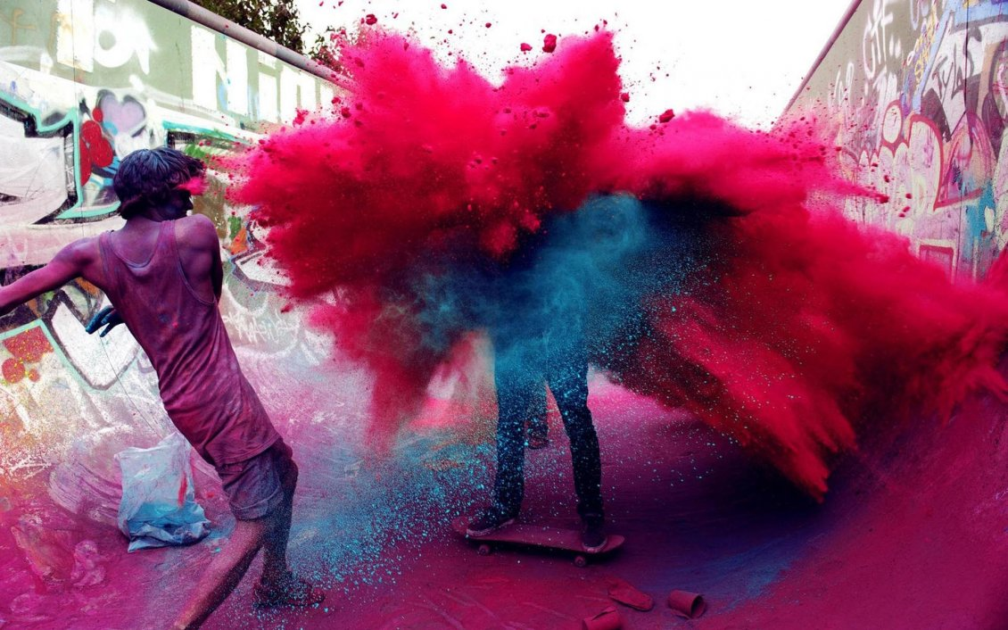 Download Wallpaper Two guys who throw colored powder
