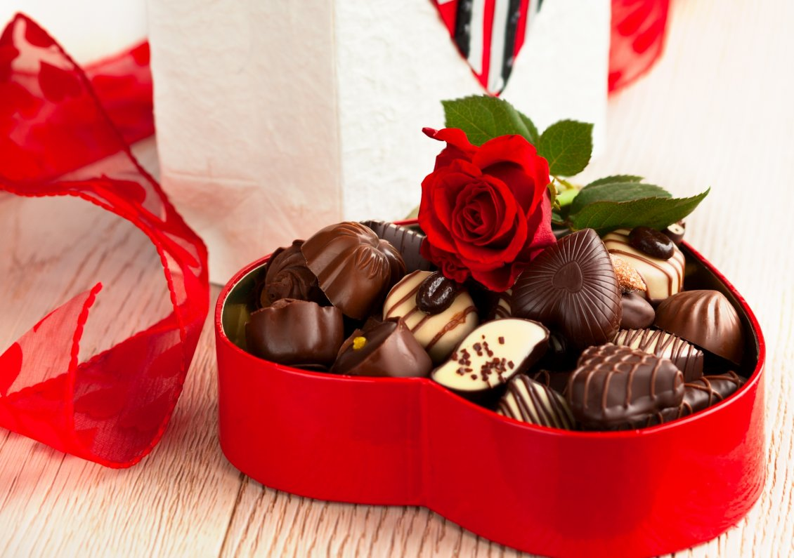 Download Wallpaper Praline chocolate in a heart with one red rose