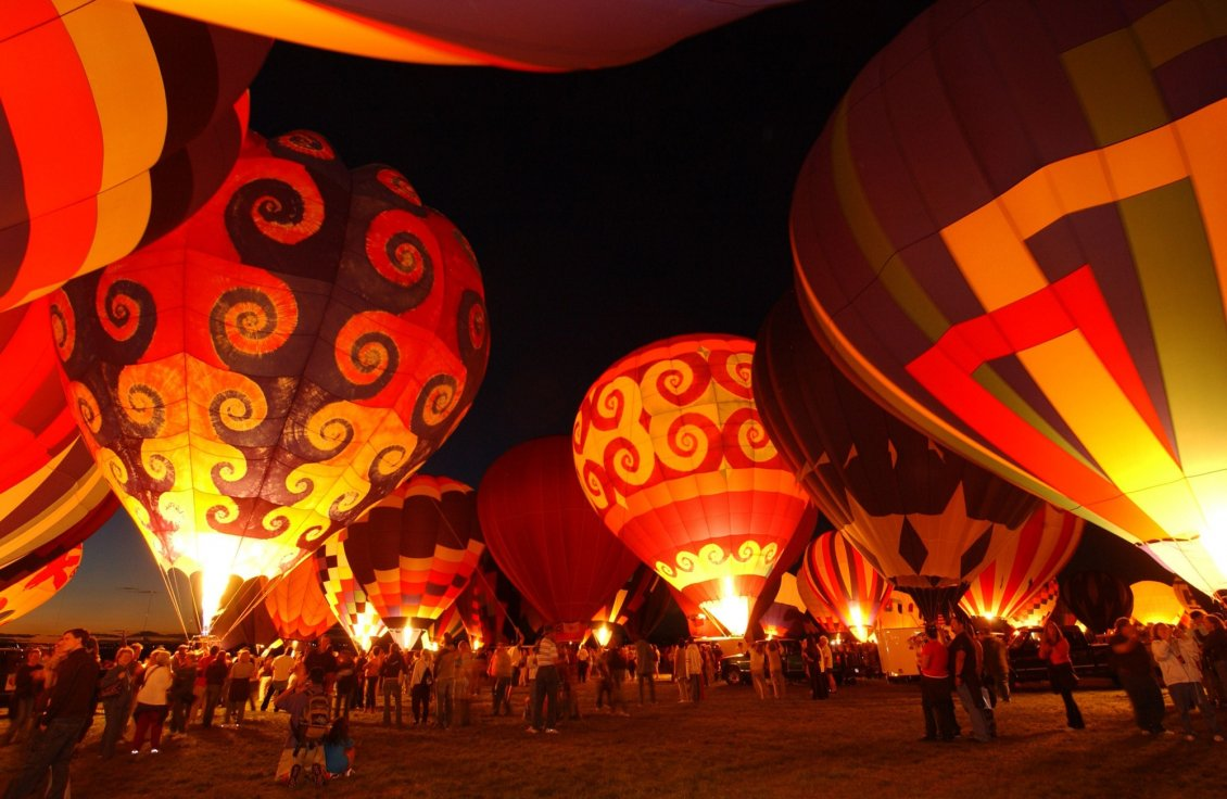 Download Wallpaper Albuquerque International Balloon Fiesta and many peoples