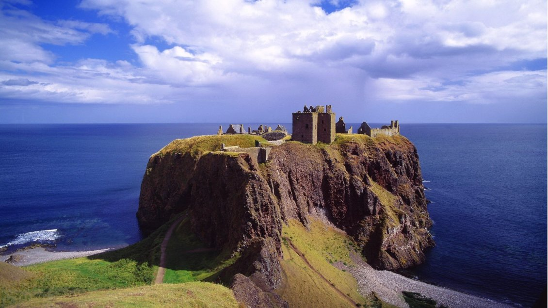 Download Wallpaper Castle on the mountaintop on the sea shore