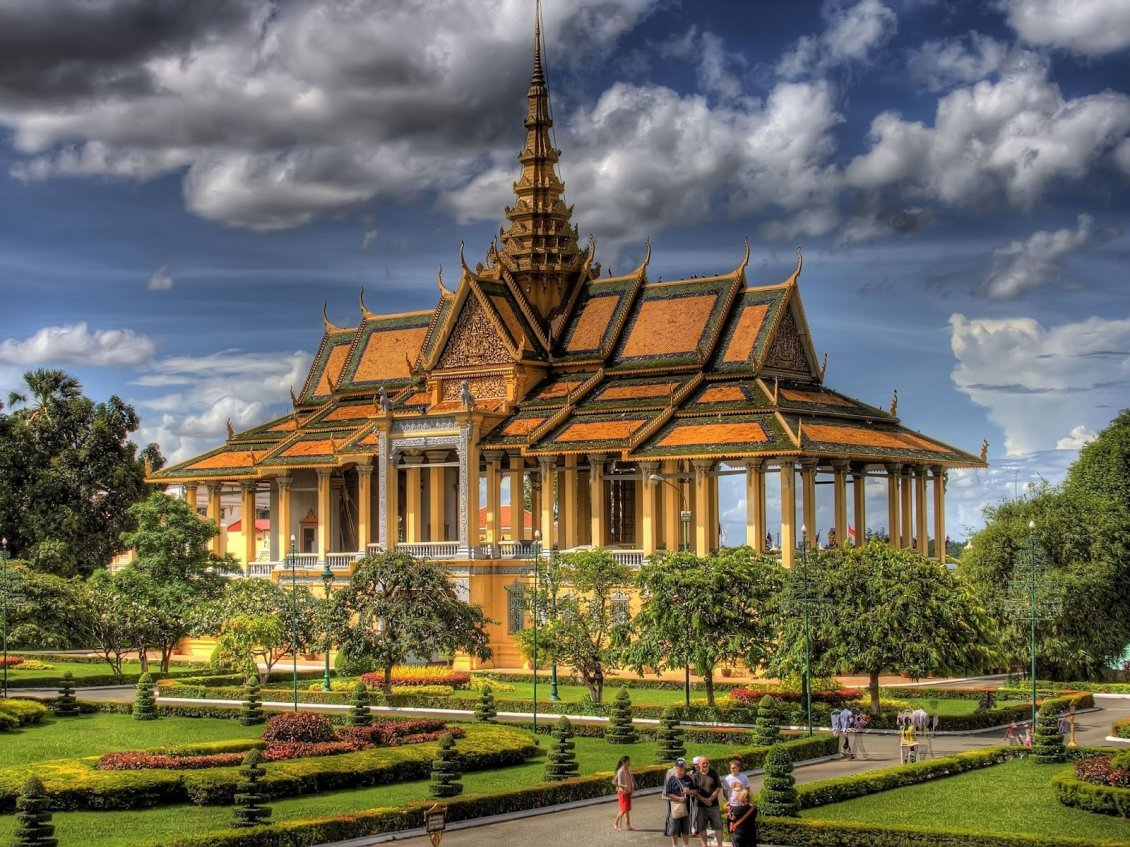 Download Wallpaper Cambodia Royal Palace and surrounding park