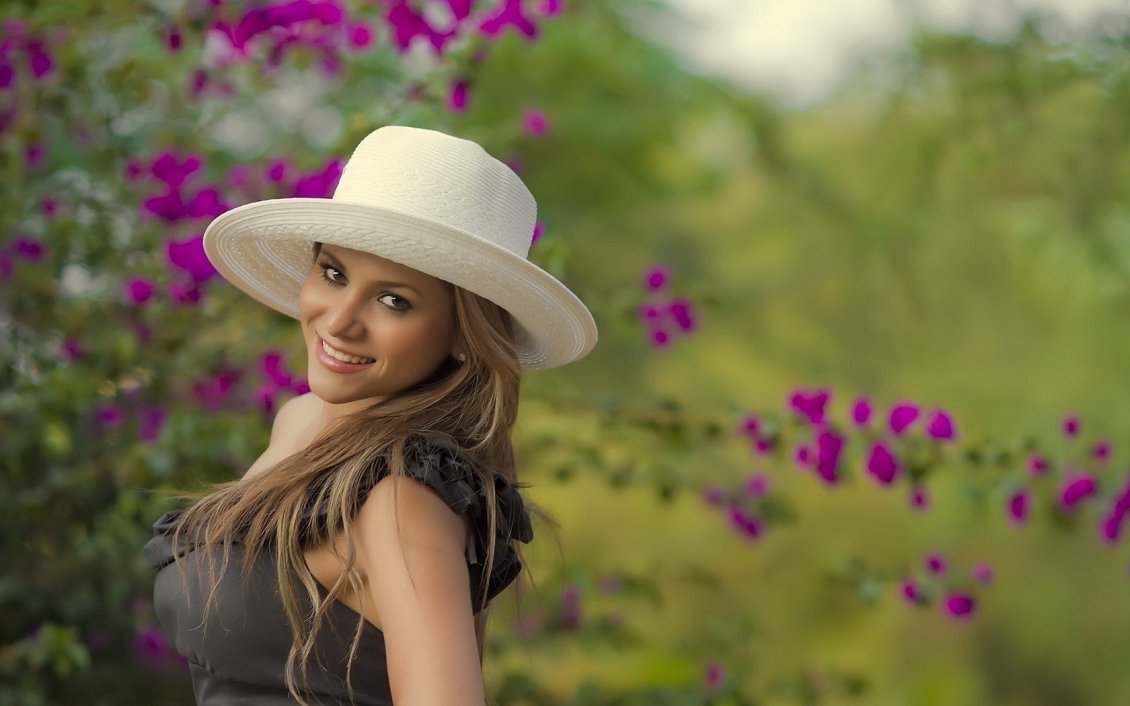 Download Wallpaper A girl with white hat in the garden