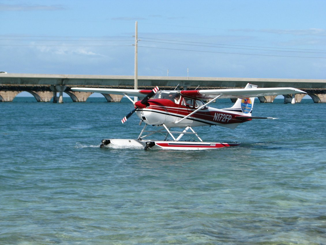 Download Wallpaper Red and white seaplanes - Planes wallpaper