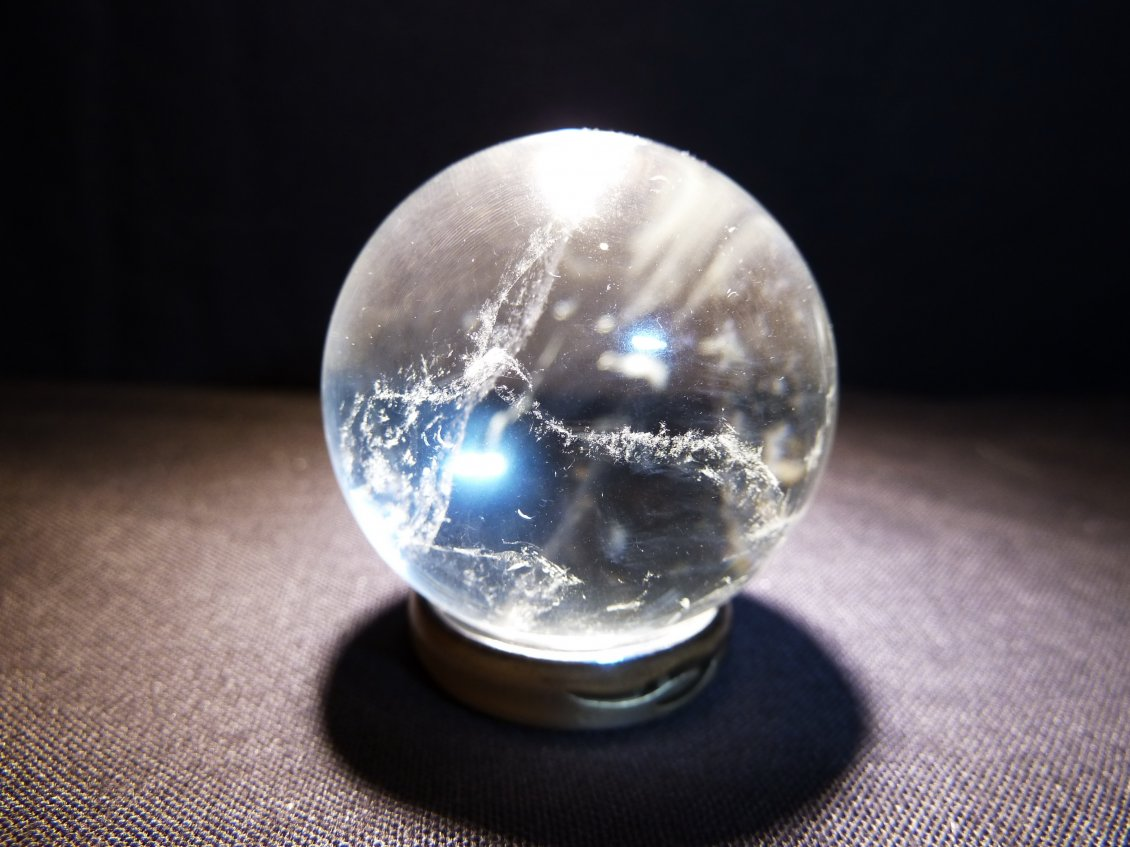 Download Wallpaper Crystal ball with blue light - 3D wallpaper