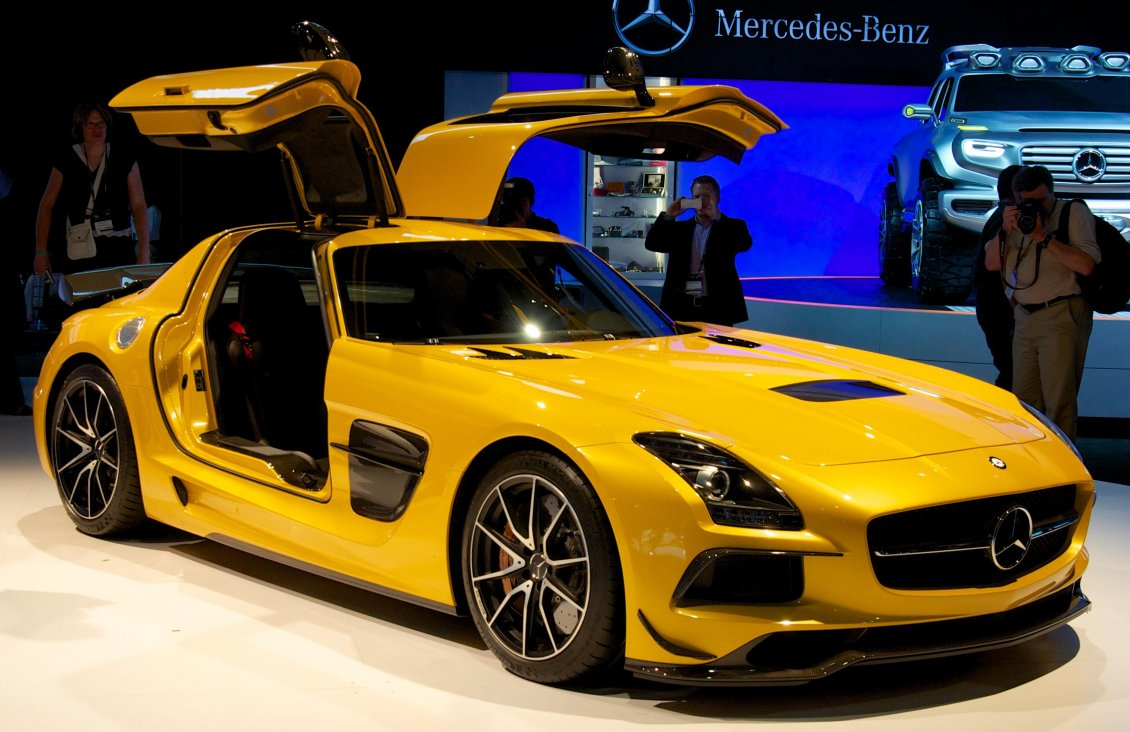 Download Wallpaper Yellow Mercedes-Benz SLS AMG at presentation