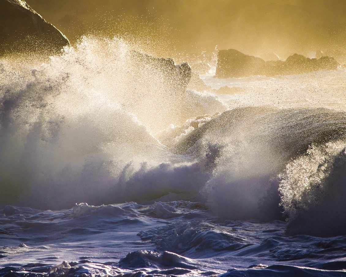 Download Wallpaper Large waves hit the rocks - Water wallpaper