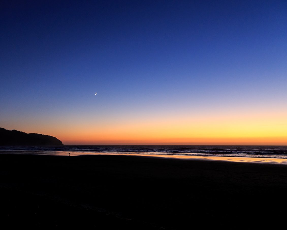 Download Wallpaper The moon on the clear sky - Sunset over the sea