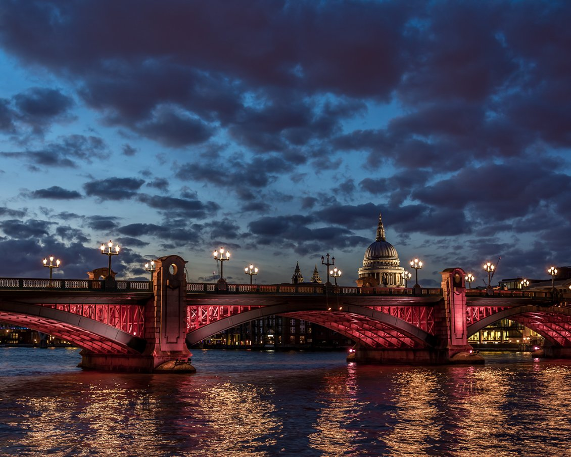 Download Wallpaper Red Southwark bridge crossing the river Thames