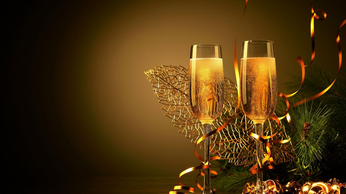 two glasses of champagne to celebrate the new year