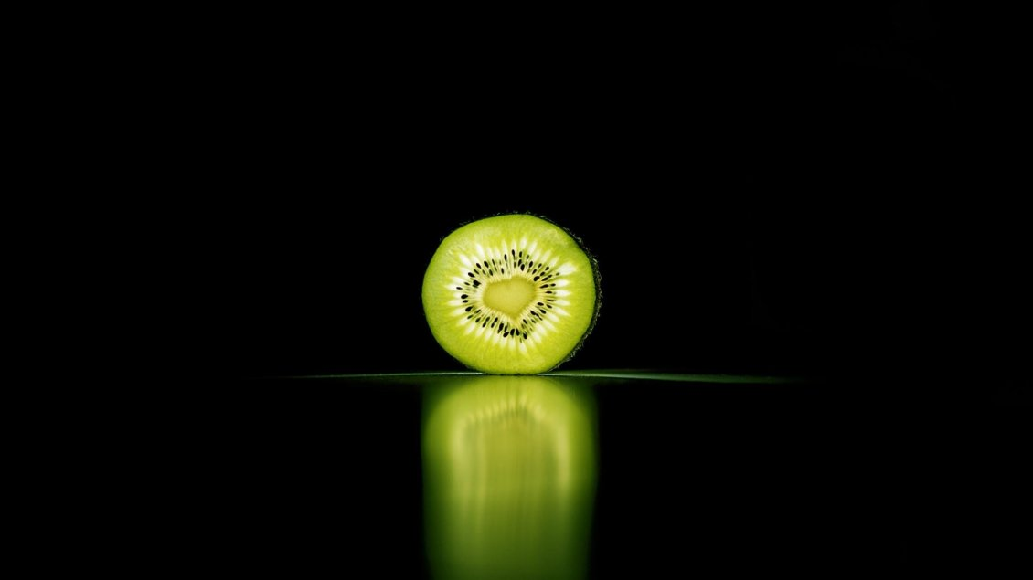 Download Wallpaper Half a kiwi on the dark space reflected in the glass
