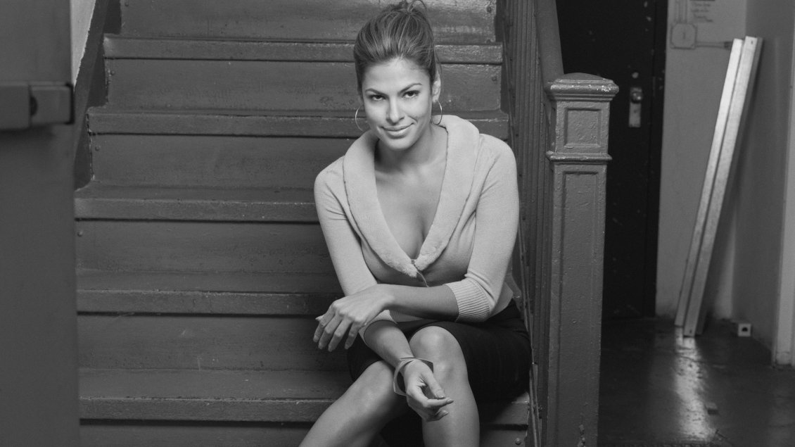 Download Wallpaper Black and white wallpaper with Eva Mendes on stairs