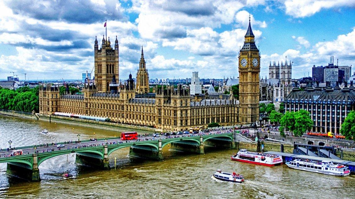 Hot Dogs London Bridge