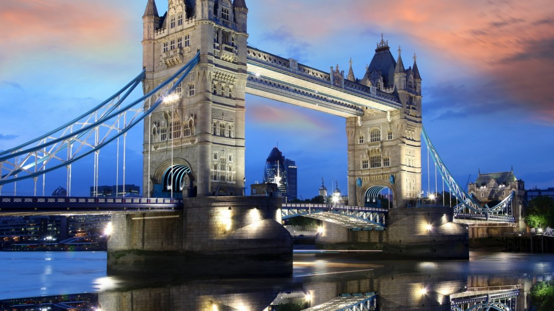 Download Wallpaper Sunset over the beautiful London Tower Bridge
