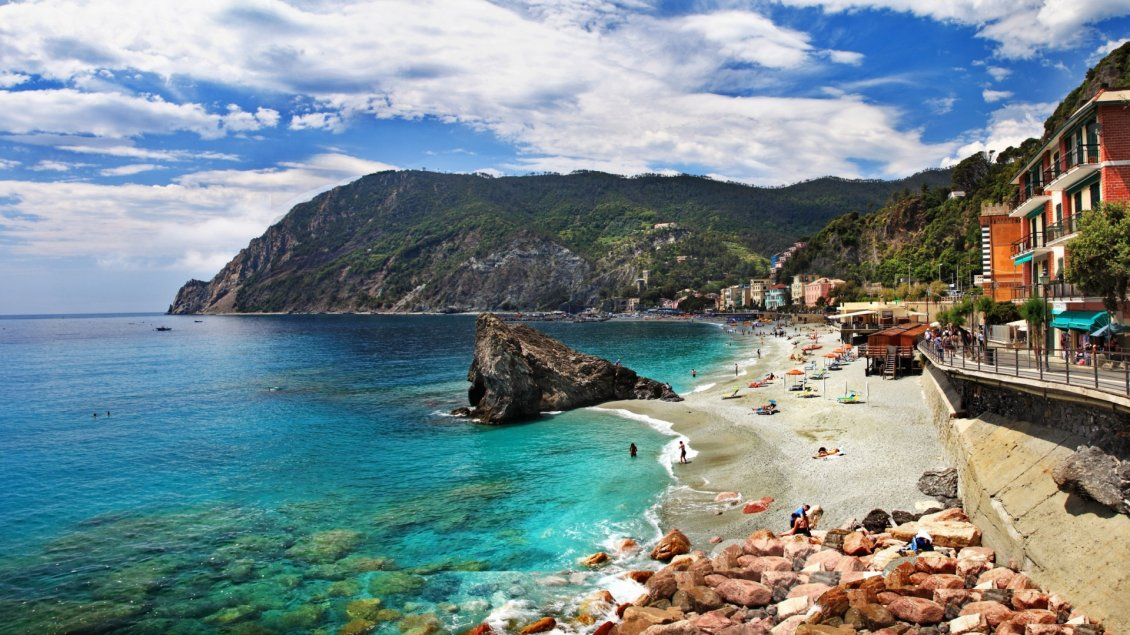 Download Wallpaper The sea Monterosso, Italy - Beautiful beach