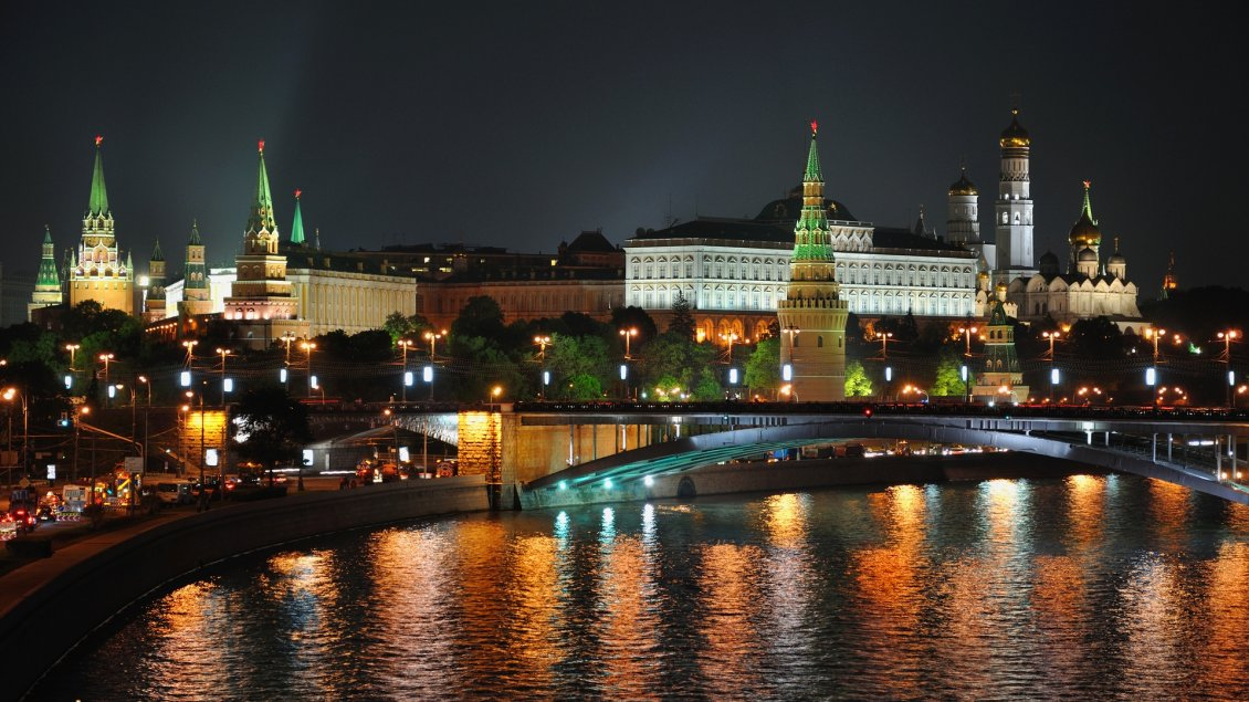 Download Wallpaper Many lights in Moscow - Beautiful night