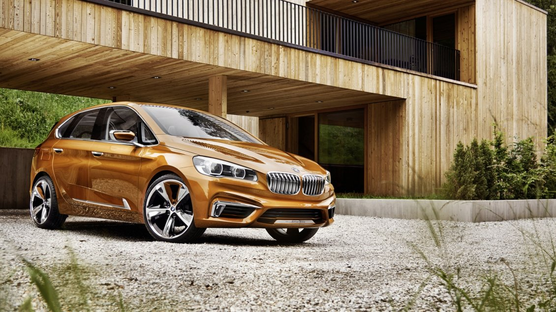 Download Wallpaper Golden BMW Concept Active Tourer