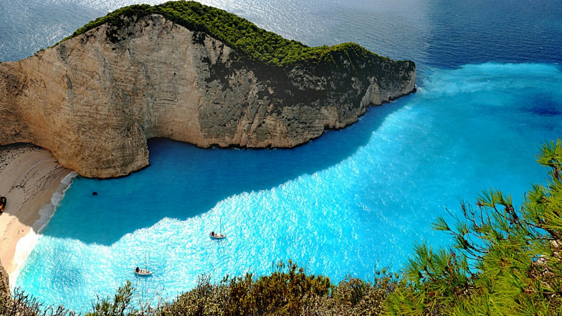 Download Wallpaper Zakynthos island - Relaxing beach and a superb landscape