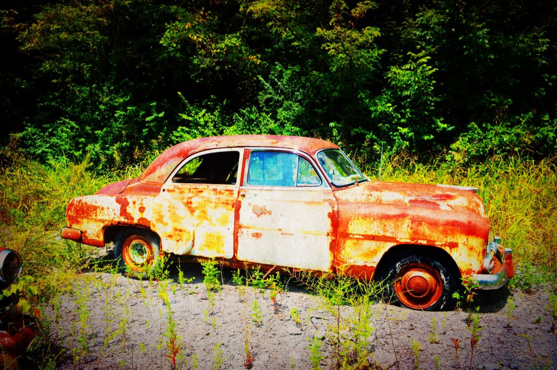 Download Wallpaper Abandoned car destroyed by rust