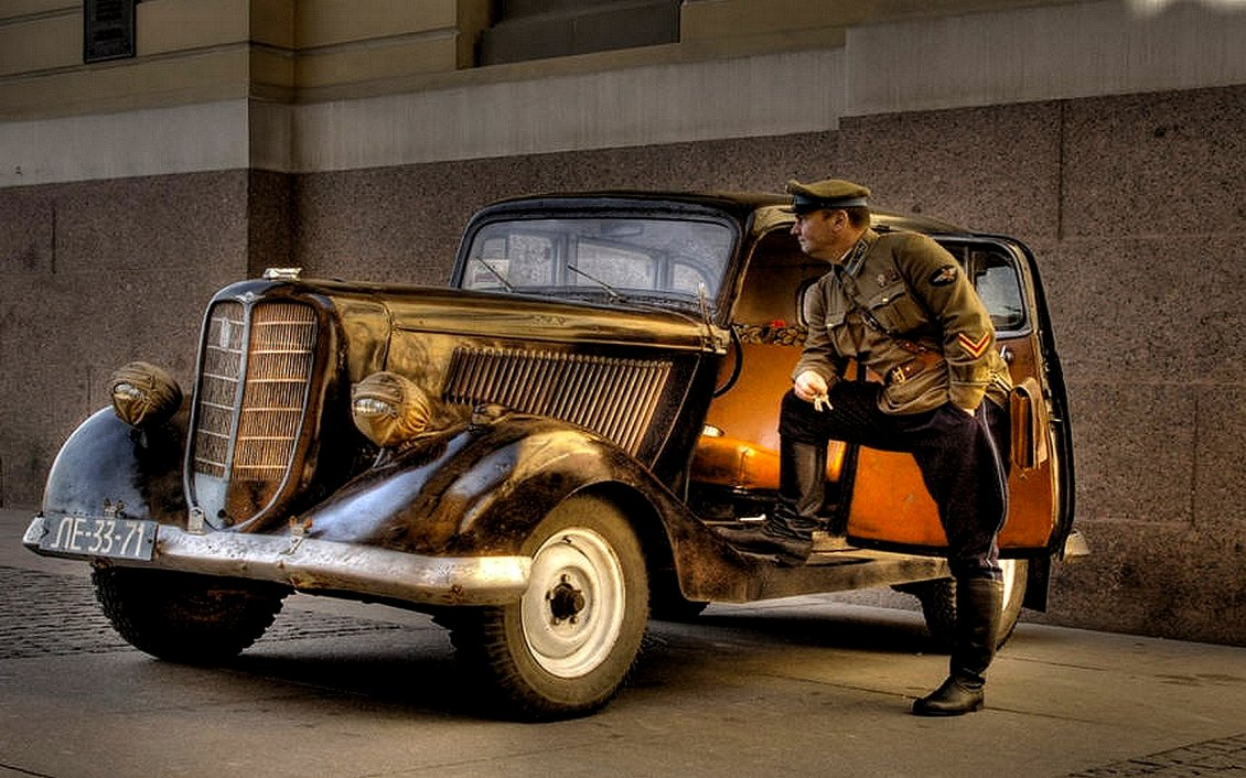 Old car used in the army - HD wallpaper