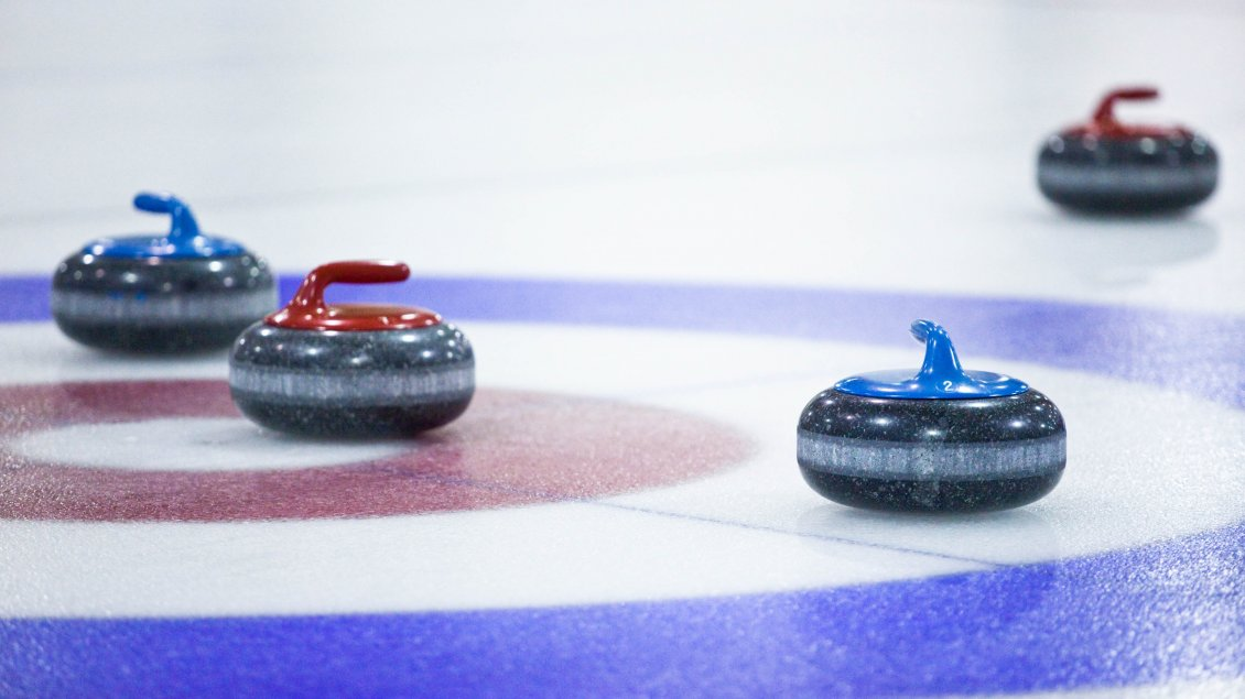 Download Wallpaper Sport on the ice - Curling time