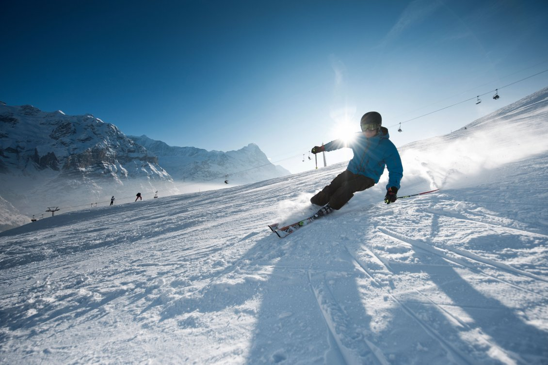 Download Wallpaper Sunny winter day perfect for skiing - winter sports
