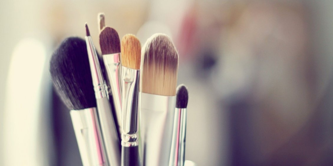 Download Wallpaper Brushes needed for a perfect make-up