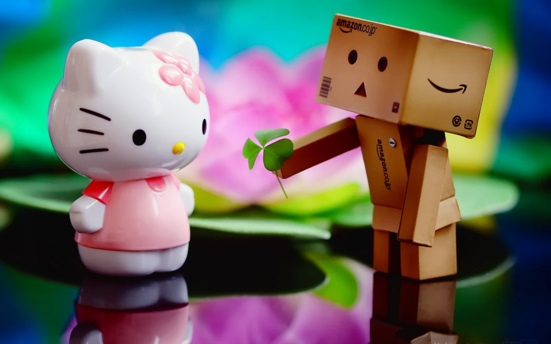 The Love Between Hello Kitty And Amazon Box