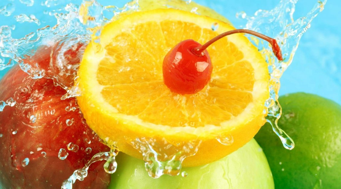 Download Wallpaper Summer fruits and cold water - delicious cocktail