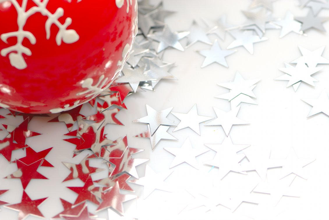 Download Wallpaper Silver stars and one red Christmas ball
