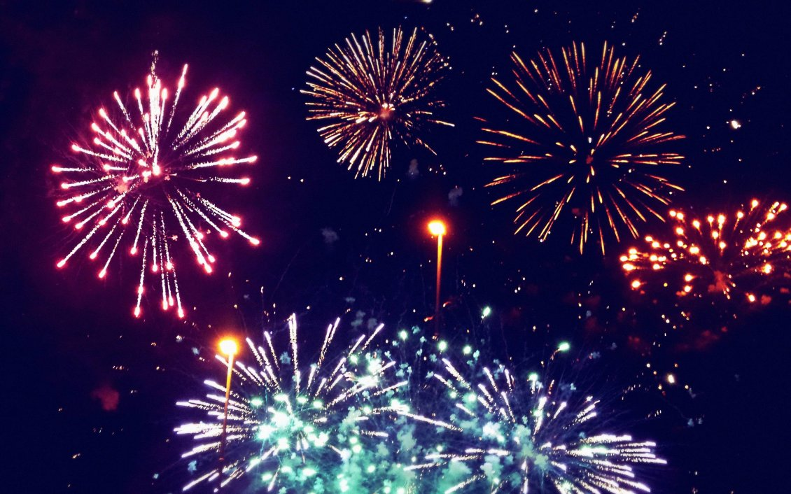 Download Wallpaper Wonderful fireworks in the night of the year- Happy New Year