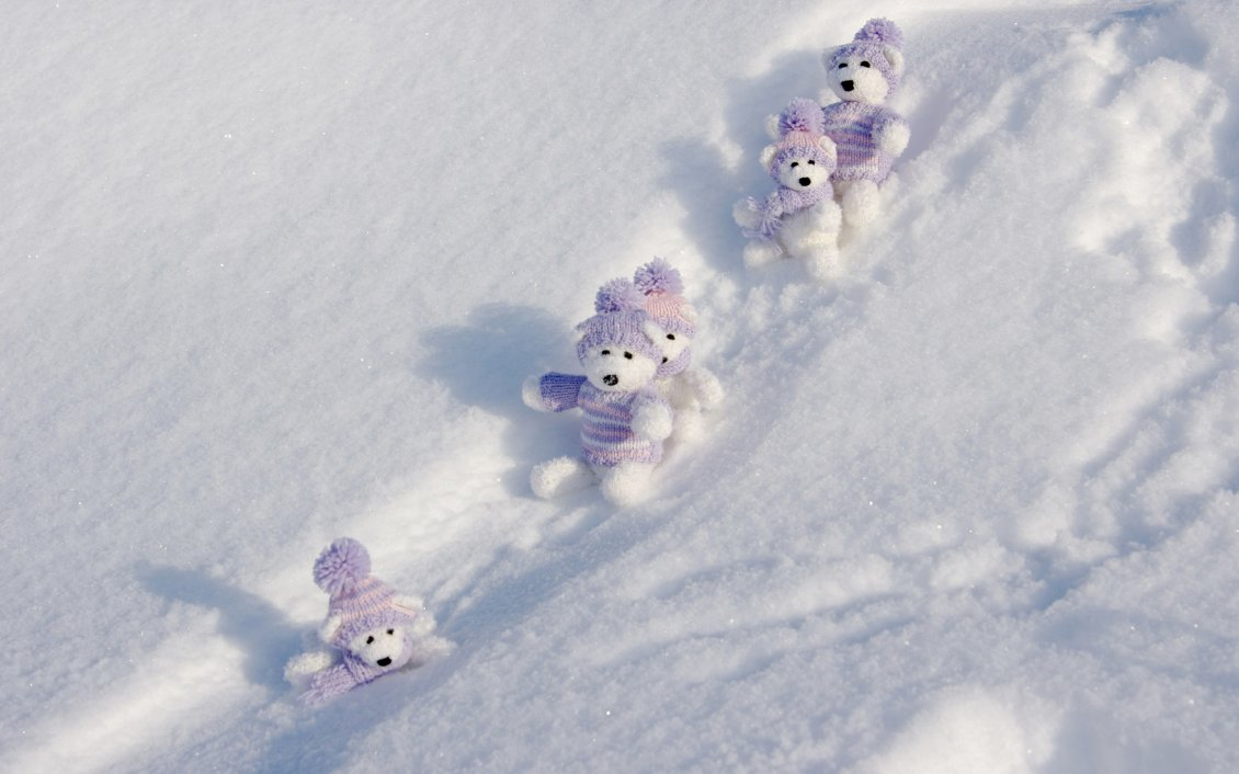 Download Wallpaper Sweet little fluffy bears at the sleighing - HD winter time