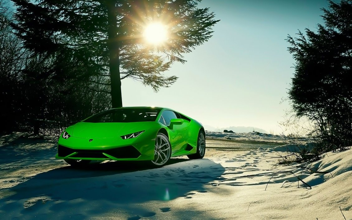 Download Wallpaper Wonderful raw green Lamborghini car in the snow