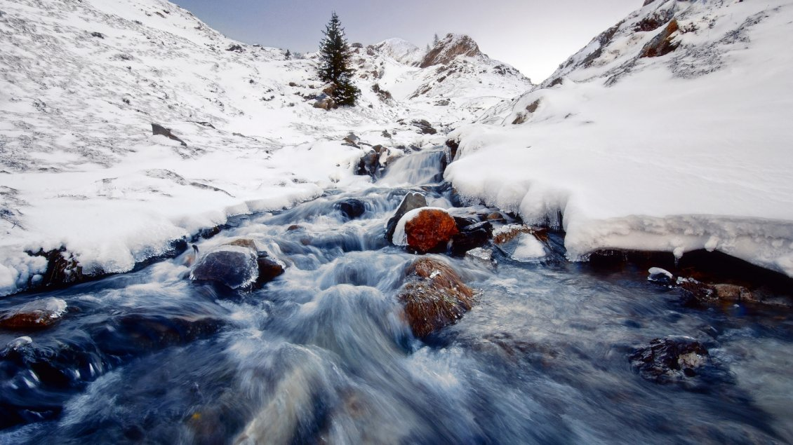 Download Wallpaper Cold mountain water in the winter season