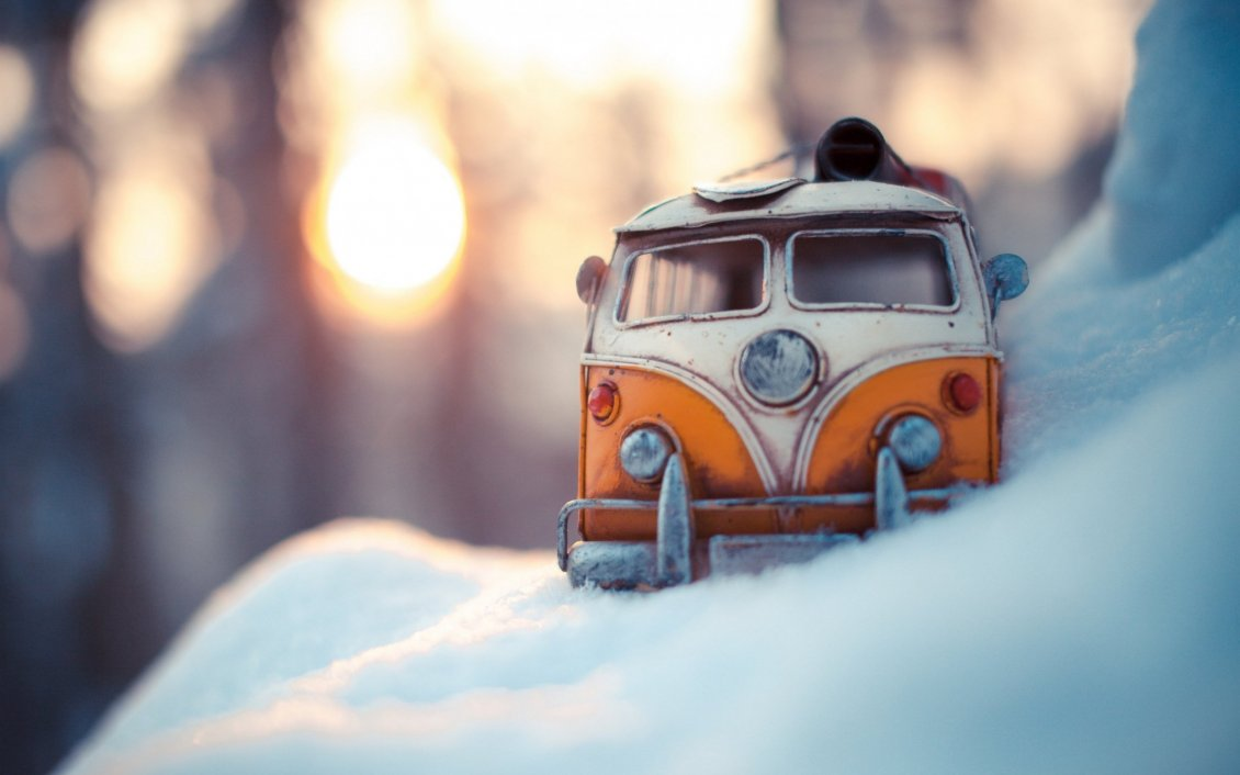 Download Wallpaper Rusty old car in the snow - Wonderful winter season