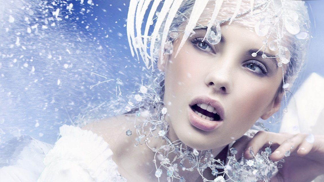Download Wallpaper Magic winter make-up - Crystals on the wall