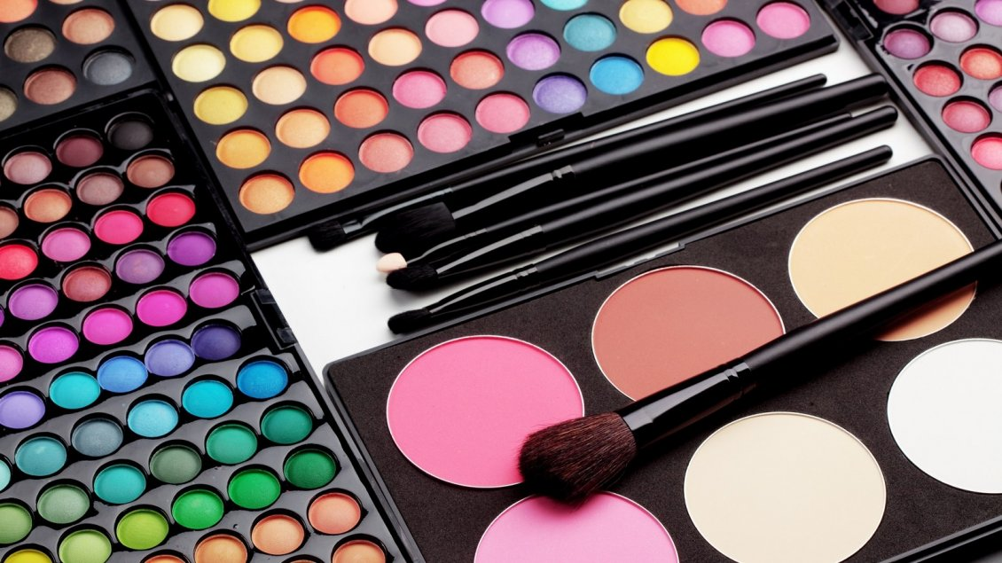 Download Wallpaper Millions of colors for a perfect make-up