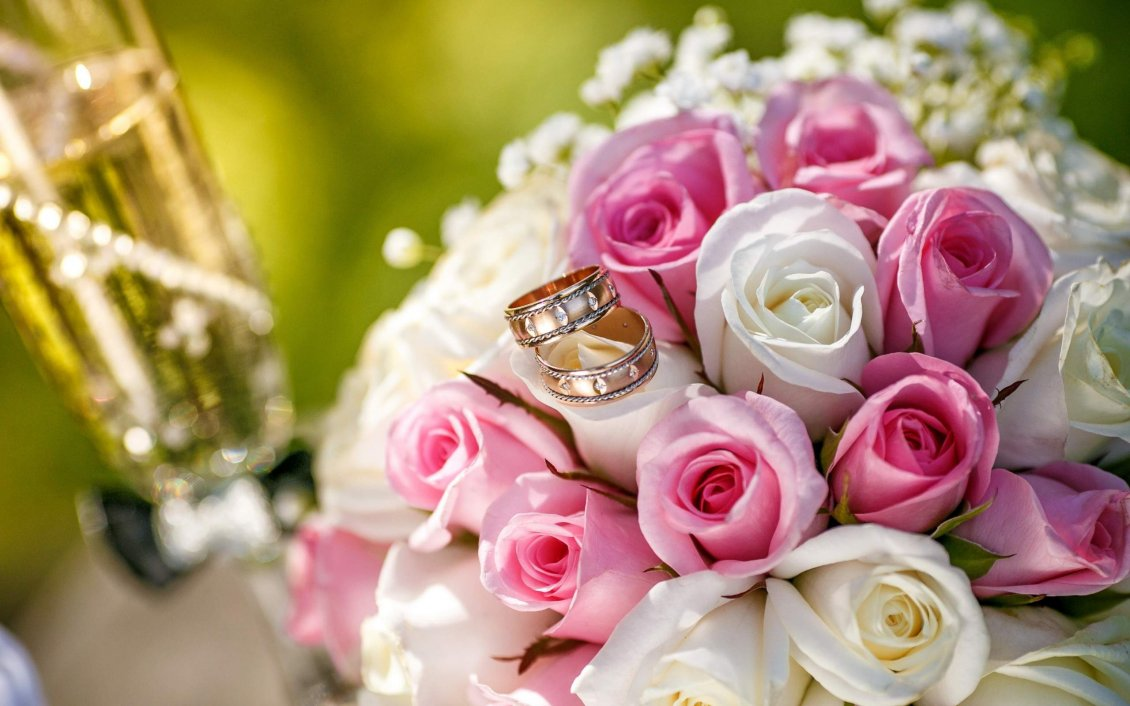 Download Wallpaper White and pink roses for a wonderful bridal bouquet