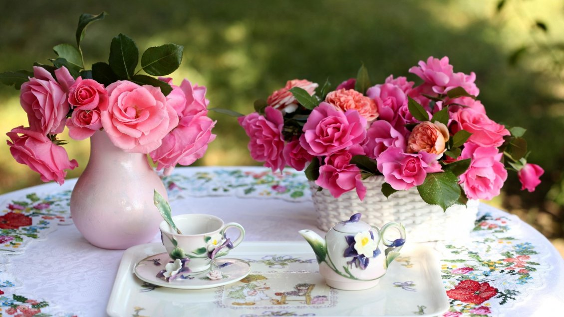 Download Wallpaper Special tea in a wonderful garden full with pink roses