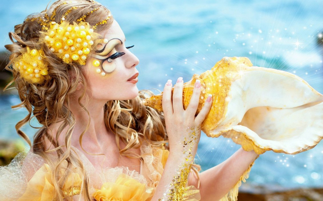 Download Wallpaper Beautiful golden mermaid and shell - Professional makeup