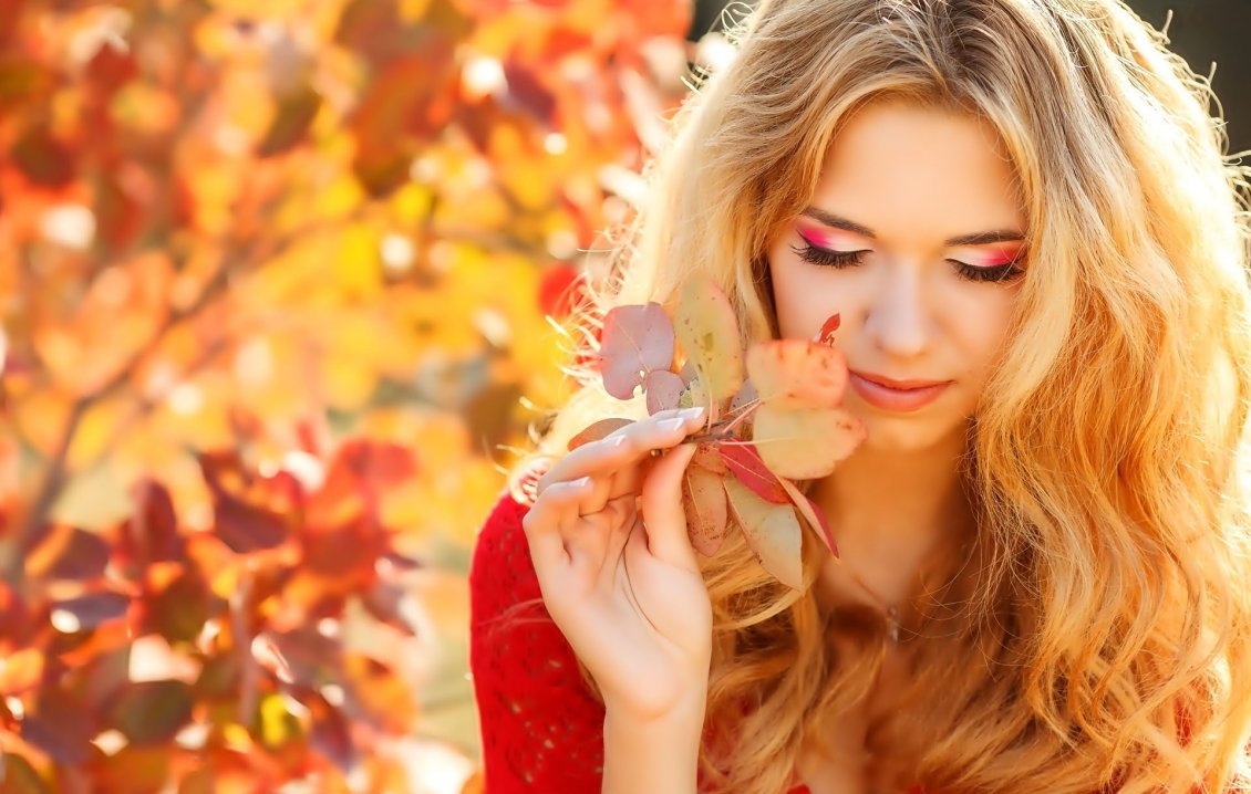 Download Wallpaper Wonderful makeup for a girl - Autumn nature time
