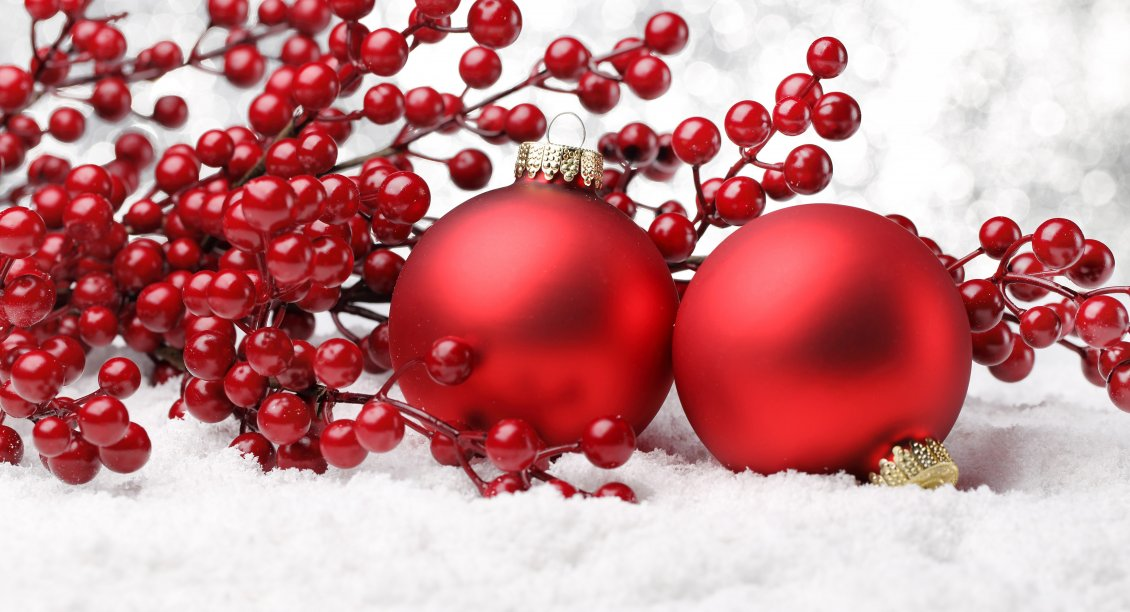 Download Wallpaper Red Christmas balls and red fruits - HD wallpaper