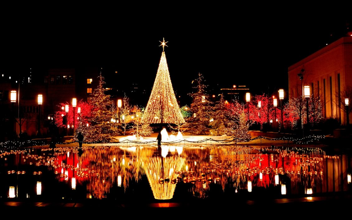 Download Wallpaper Wonderful Christmas decorations in the city by night -Mirror