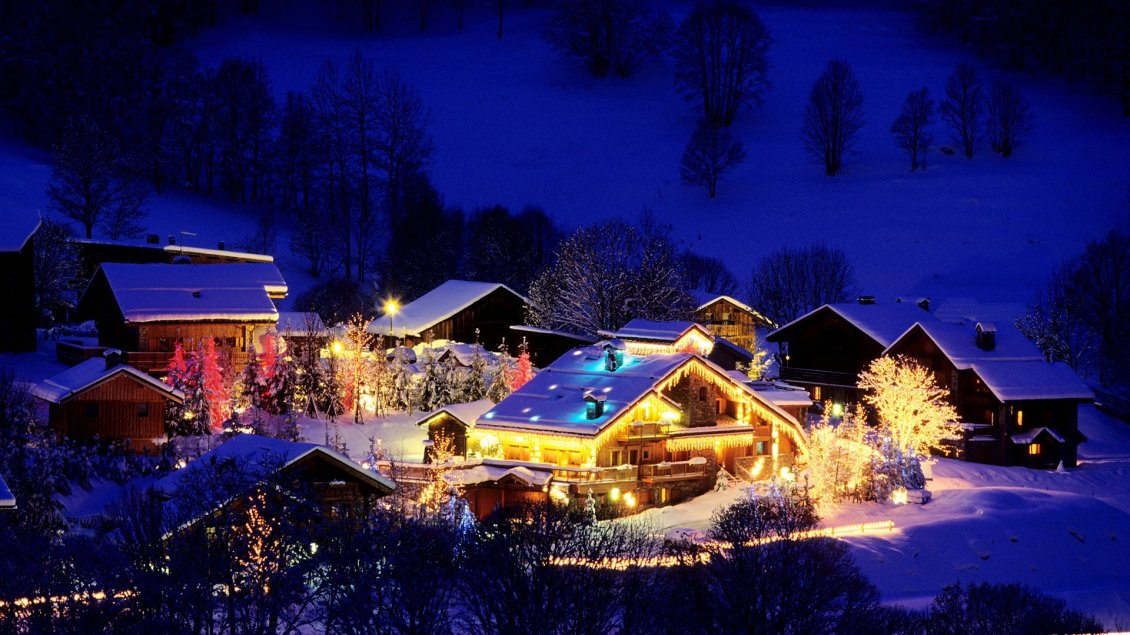 Download Wallpaper Small village decorated for Christmas night - Magic moments