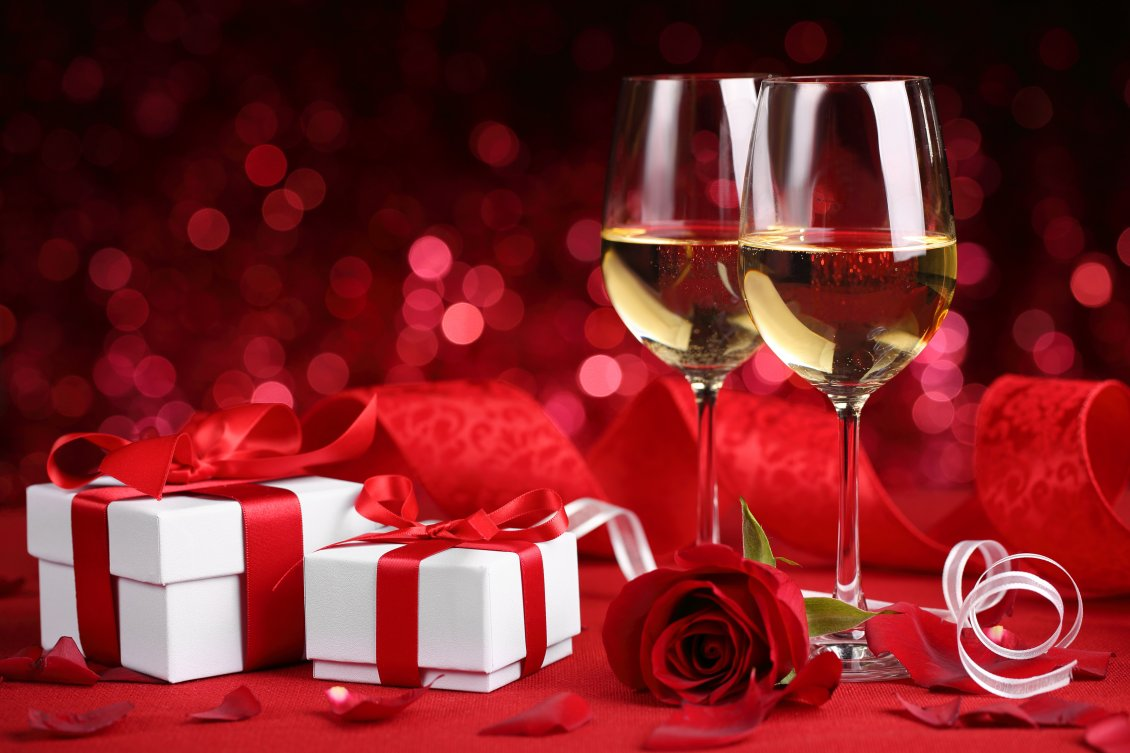 Download Wallpaper Champagne and two red boxes - Happy Valentines Day