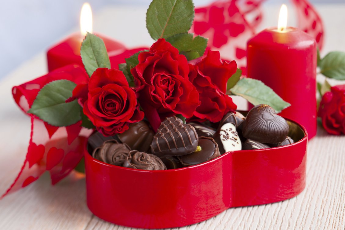 Download Wallpaper Chocolate box and red roses - Happy Valentines Day