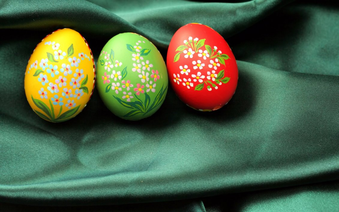 Download Wallpaper Wonderful flowers painted on Easter eggs - Happy Holiday